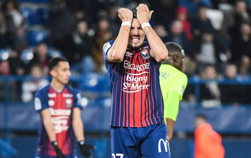La frustration d'Enzo Crivelli lors du revers (1-3) face au LOSC hier soir, l'attaquant du Stade Malherbe n'a pas eu l'occasion de s'illustrer devant le but de Mike Maignan