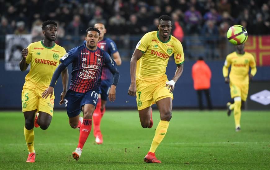 Auteur d'une faute sur Valentin Rongier, Yoël Armougom sera suspendu face au Toulouse FC après avoir reçu trois cartons jaunes en moins de dix matchs