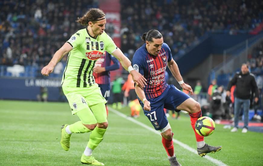 Enzo Crivelli et le Stade Malherbe Caen n'auront pas inquiété la défense du SCO mis à part une tentative de Saïf Khaoui en première période
