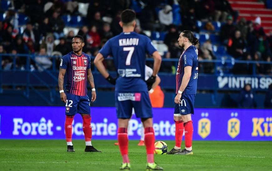 Le Stade Malherbe Caen a subi sa plus lourde défaite de la saison samedi soir mais reste à deux points de la place de barragiste