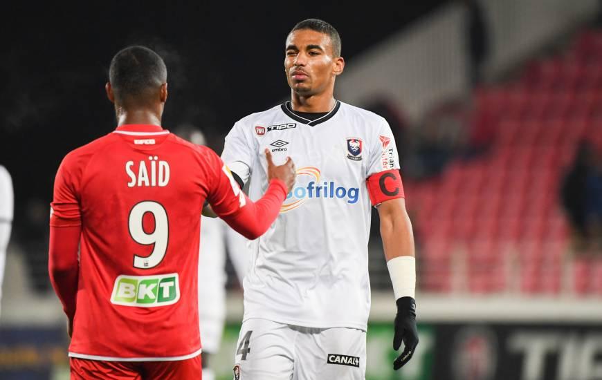 Avec près de 55% des votes, Alexander Djiku est le joueur du mois d'Octobre Künkel devant Frédéric Guilbert et Fayçal Fajr