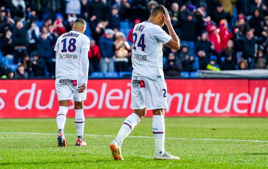 La déception d'Alexander Djiku et Yacine Bammou lors du revers (2-0) sur la pelouse de La Mosson hier après-midi