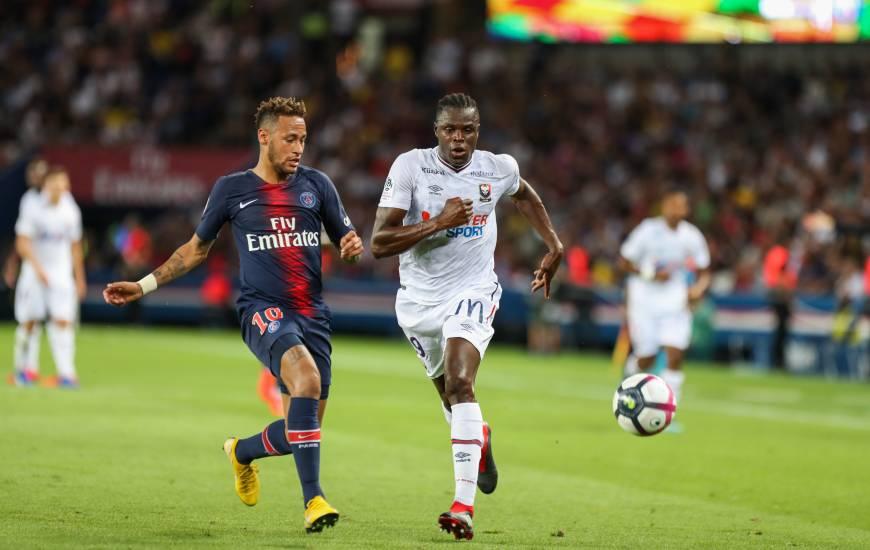 Romain Genevois au duel avec Neymar, sans être trop dangereux, il a tout de même inscrit le premier but de la rencontre