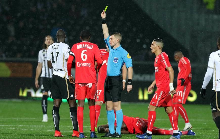 Le jeune arbitre français avait arbitré pour la première fois le Stade Malherbe Caen au mois de décembre, sur la pelouse du Angers SCO