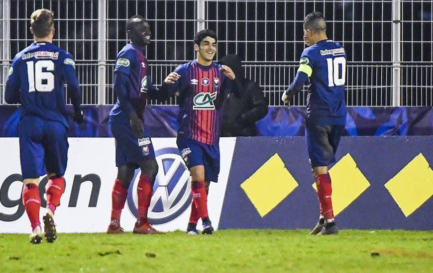 La joie de Jad Mouaddib, le jeune milieu de terrain a inscrit un but hier lors de sa première apparition avec le groupe professionnel
