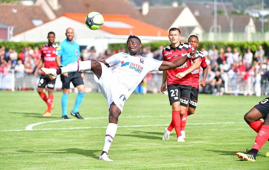 Casimir Ninga a inscrit son premier but sous les couleurs du Stade Malherbe sur une reprise acrobatique après un coup-franc de Jessy Deminguet mal repoussé par la défense de l'EA Guingamp