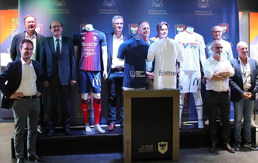 L'ensemble des partenaires maillot du SM Caen pour la saison 2018/2019 ont pris la pose.