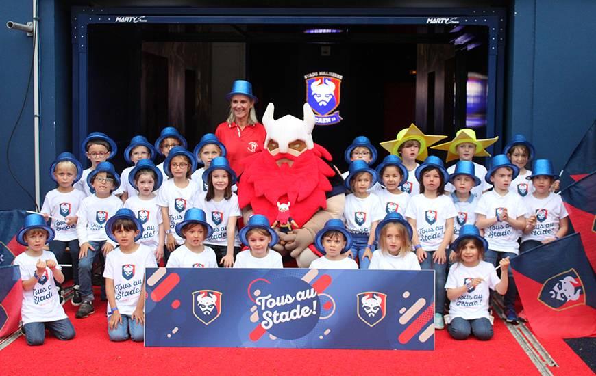 """Les 2 500 enfants présents recevront une photo avec Vik en souvenir de cette première édition de """"Tous au Stade"""""""
