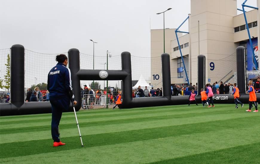 Déjà présent pour Bienvenue Dans La Team en début de saison, Nabil Labhilil sera présent samedi pour une initiation au foot amputé
