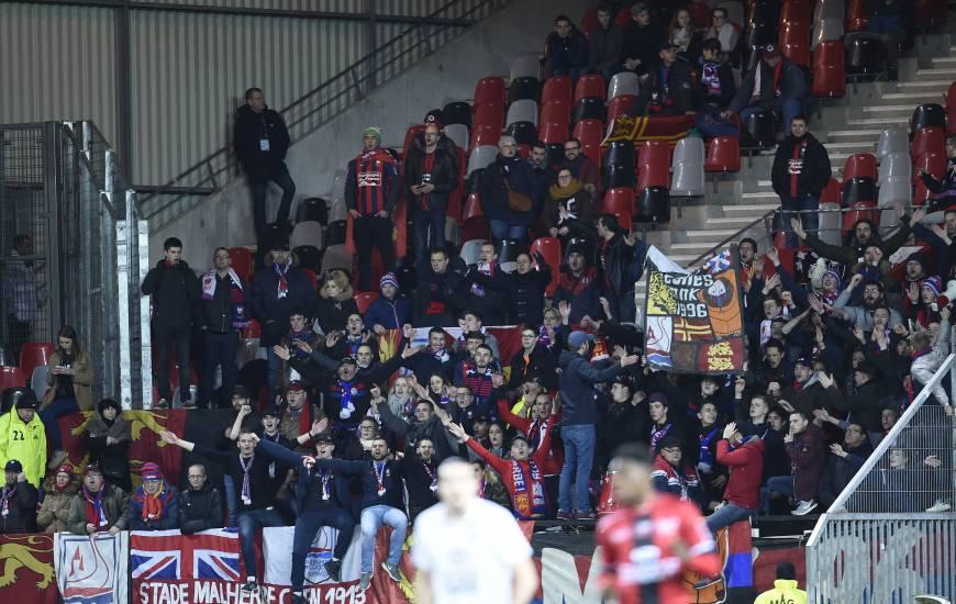 Les supporters du Stade Malherbe Caen venus en nombre la saison dernière sur la pelouse de l'EA Guingamp
