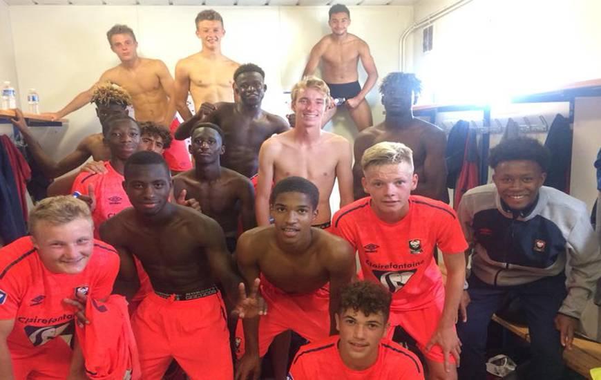 La joie des U17 Nationaux après la victoire sur le terrain de l'USL Dunkerque en ouverture du championnat hier après-midi
