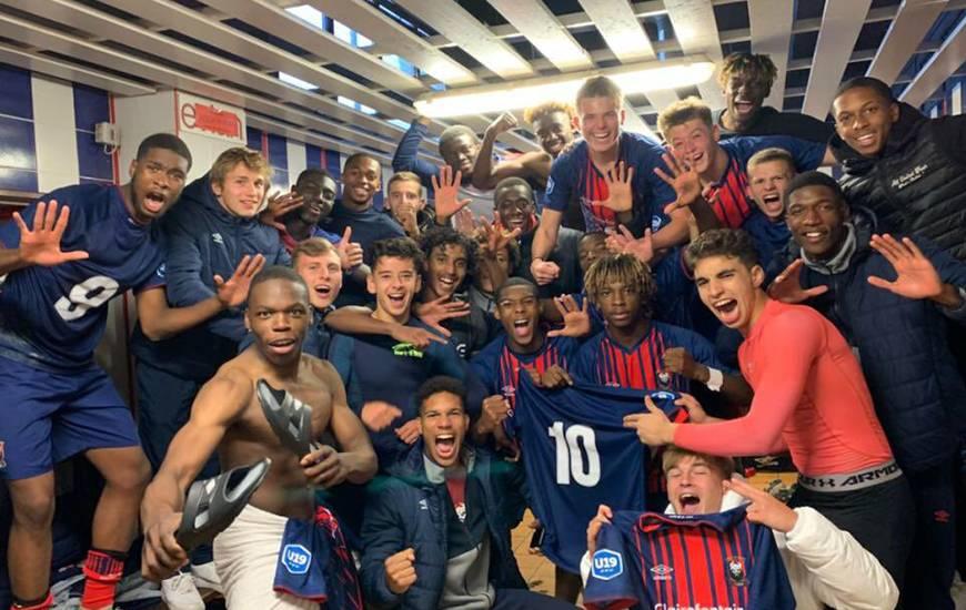 La joie des jeunes caennais dans le vestiaire après le succès (3-1) dans le derby face aux voisins du Havre AC