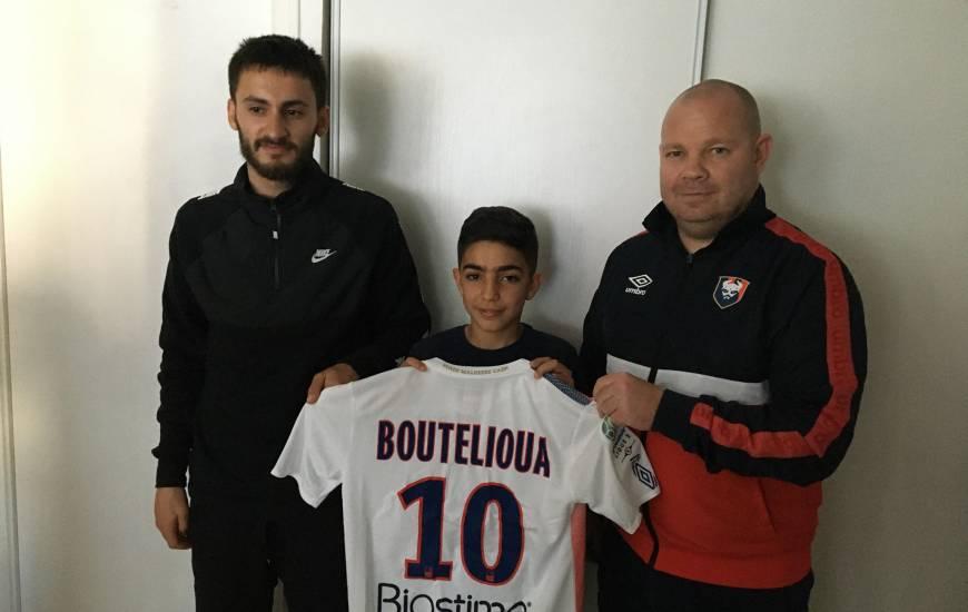 Zakaria Boutelioua aux côtés de Jossua Da Silva (éducateur) à gauche et Tony Monnier (recruteur) à droite