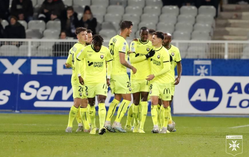Prince Oniangué a ouvert le score en début de seconde période suite à un corner frappé par Jessy Deminguet © AJA
