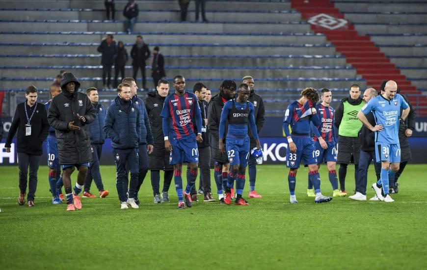 La déception des joueurs du Stade Malherbe après le revers face à l'ESTAC hier soir à d'Ornano