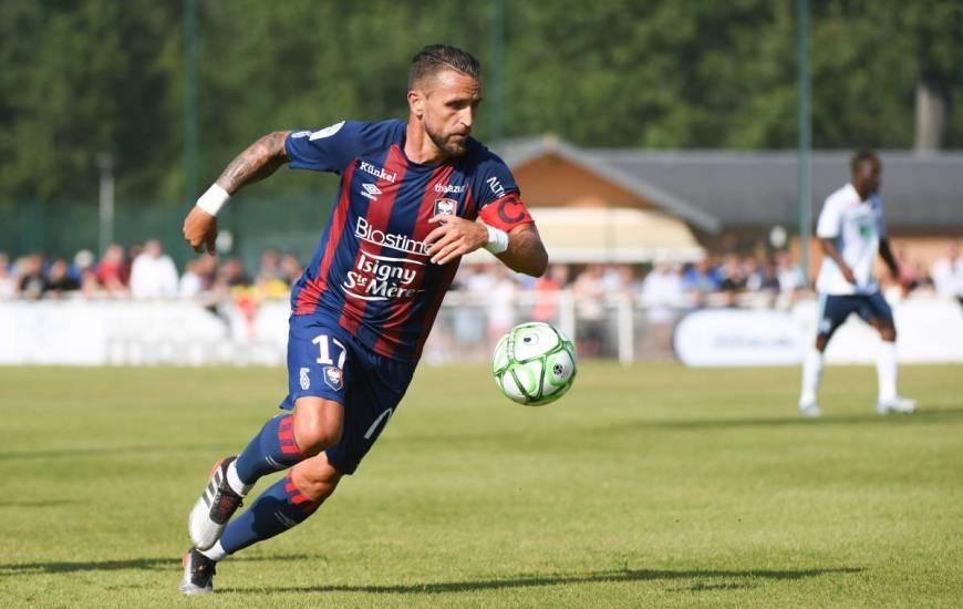 Capitaine lors de ce match, le milieu de terrain Anthony Gonçalves s'est illustré avec ce beau geste technique