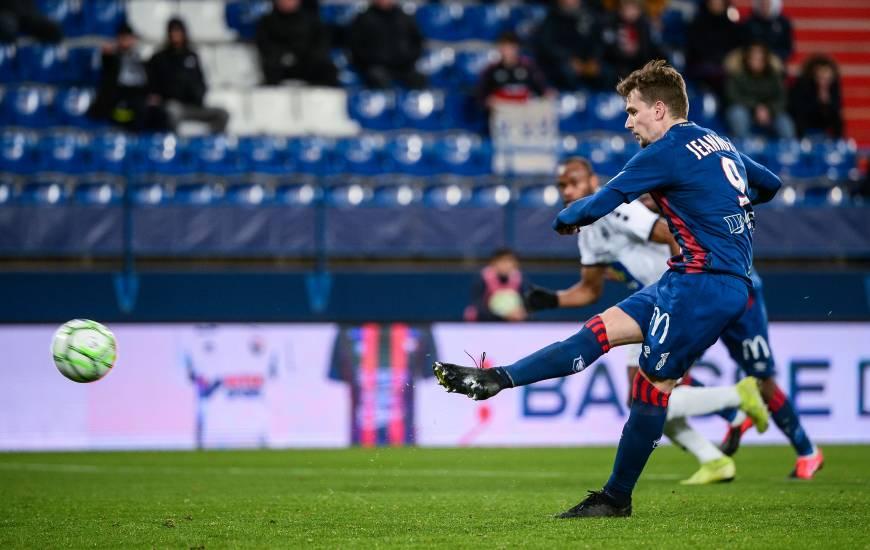 Benjamin Jeannot a offert la victoire au Stade Malherbe en transformant un penalty à 10 minutes de la fin du match