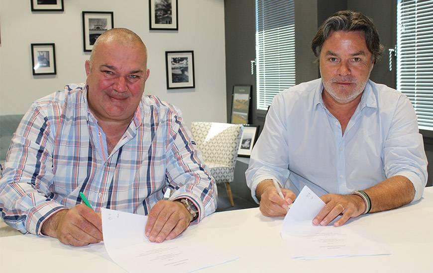 Jean-Luc Pignol et Fabrice Clément ont signé ensemble le renouvellement de convention entre l'association et la SASP