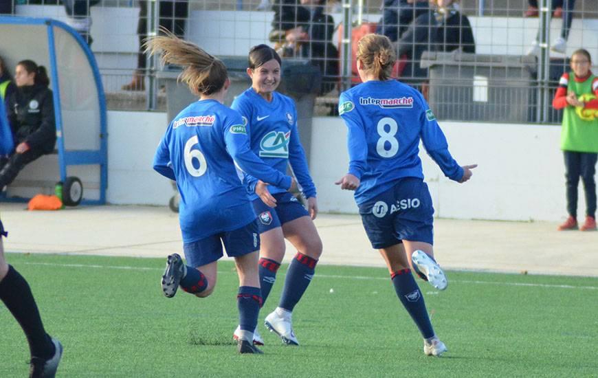 La joie des Caennaises après le troisième but d'Émilie Giffaut à dix minutes de la fin face au FC Mordelles