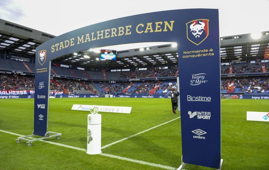 Avec une moyenne de 18,9, la pelouse du Stade Michel d'Ornano se classe troisième de Domino's Ligue 2