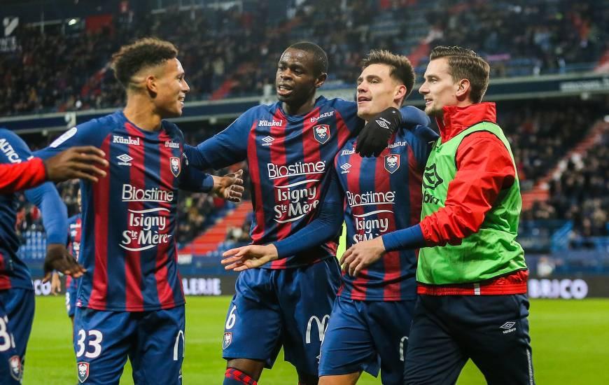 La joie des Caennais après le troisième but inscrit par Jessy Deminguet hier soir face au Mans FC.