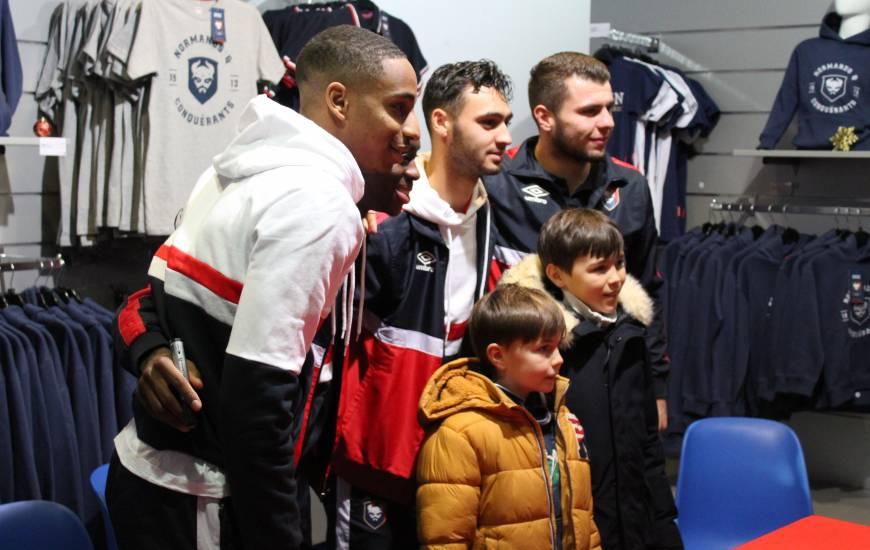 """Les supporters du Stade Malherbe Caen ont pu rencontrer l'ensemble des joueurs et le staff des """"rouge et bleu"""""""