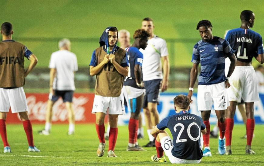 La déception de Johann Lepenant et des jeunes Français après l'élimination face au Brésil en demi-finale