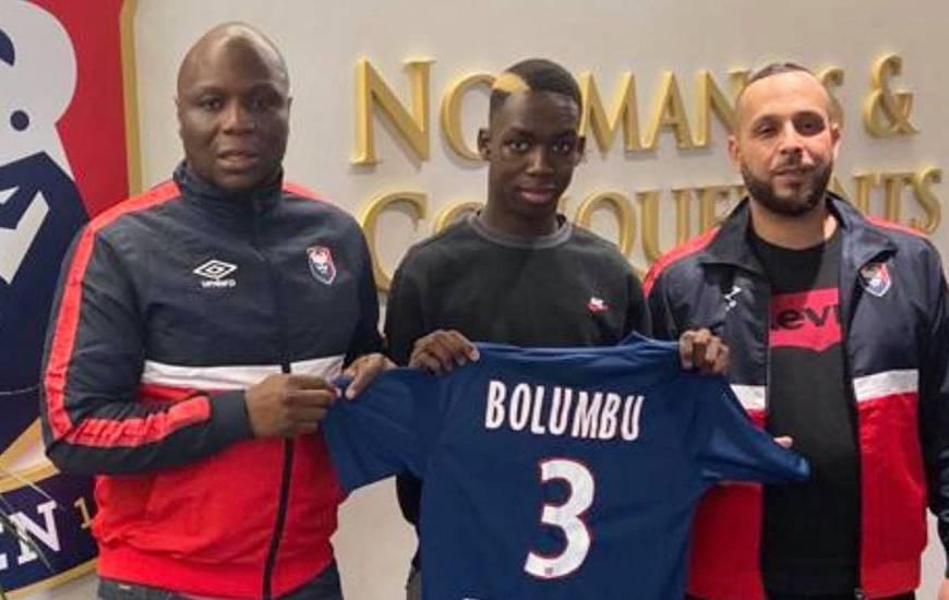 Diabe Bolumbu aux côtés des Djibi Diao (responsable recrutement de la formation) et Jamel Allahoum (recruteur pour le centre de formation)