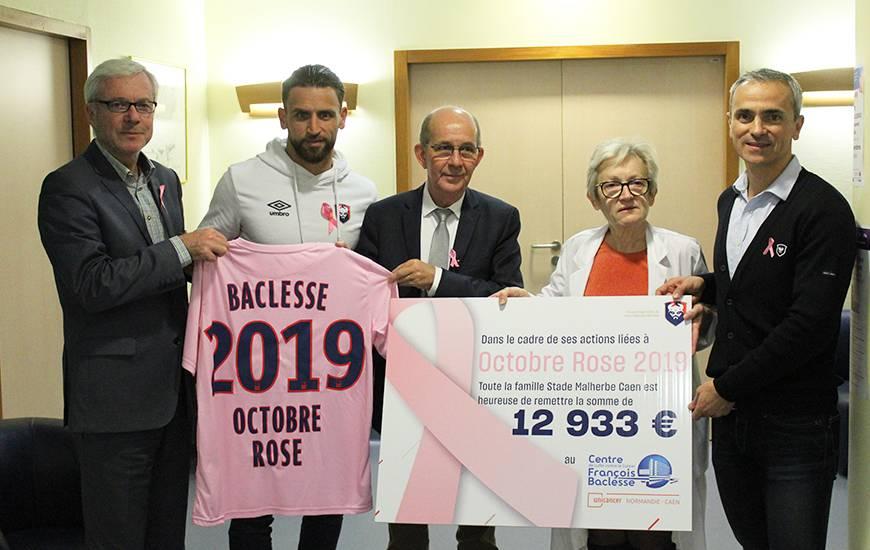 Anthony Gonçalves et Arnaud Tanguy ont remis hier soir un chèque symbolique au Centre François Baclesse à l'occasion d'Octobre Rose