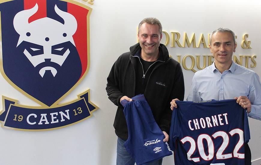 Joachim Chornet, patron de Pavillons Galaxie aux côtés d'Arnaud Tanguy lors de la signature du partenariat