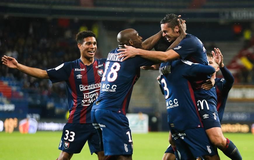 Jessy Pi a inscrit le second but du Stade Malherbe Caen d'un magnifique corner direct depuis la gauche du terrain à la 70e minute