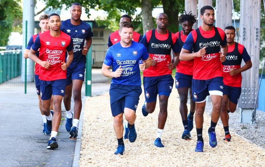 Les joueurs du Stade Malherbe Caen ont alterné entre travail physique et jeu avec ballon lors de cette reprise