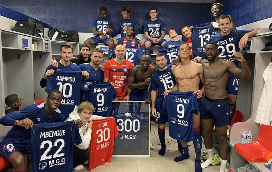 La joie des Caennais autour de Rémy Riou après la victoire obtenue face à l'En Avant Guingamp
