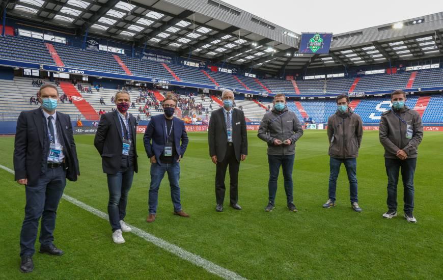 Le Stade Malherbe Caen a reçu son trophée du championnat des pelouses samedi après-midi avant la rencontre face à Guingamp