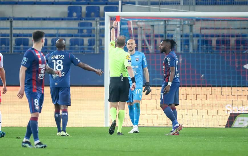 Expulsé mardi soir, Rémy Riou a reçu le premier carton rouge de sa carrière face à l'USL Dunkerque