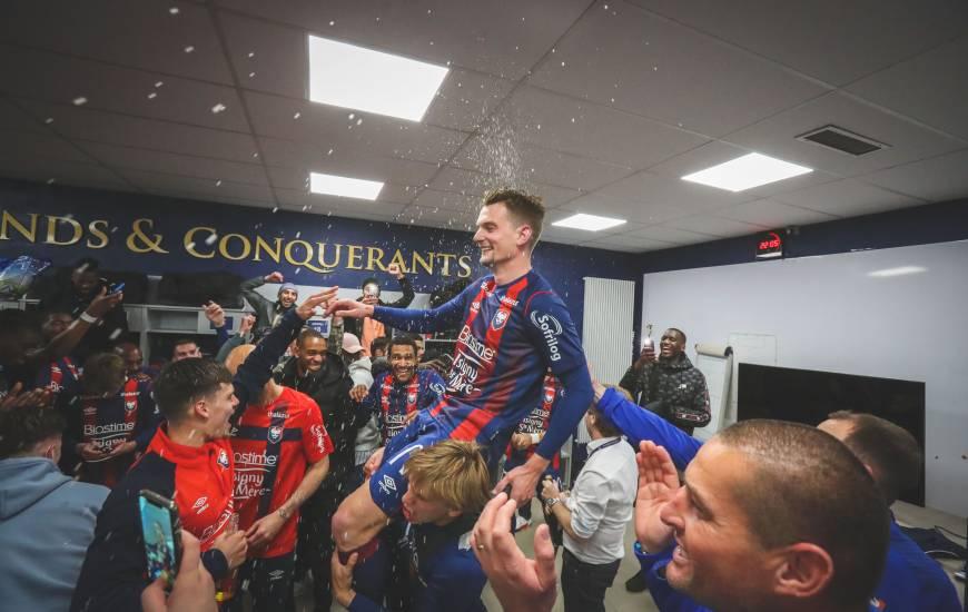 La joie de Benjamin Jeannot et des Caennais dans le vestiaire après la victoire face au Clermont Foot