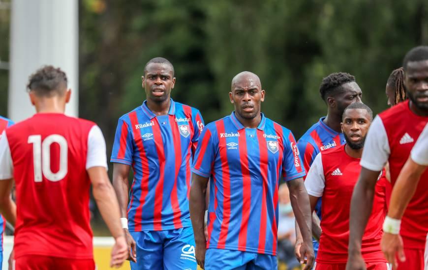 Prince Oniangué et Jonathan Rivierez ont montré une belle solidité défensive face à l'AC Ajaccio