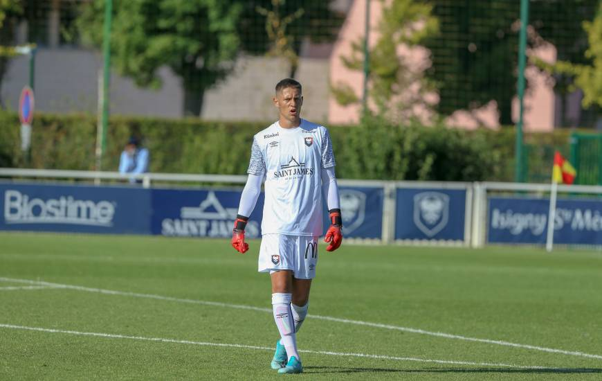 Sullivan Péan effectuait hier sa première apparition avec les professionnels du Stade Malherbe Caen