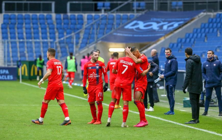 La joie des joueurs du Stade Malherbe Caen après le but vainqueur inscrit par Yacine Bammou en fin de rencontre