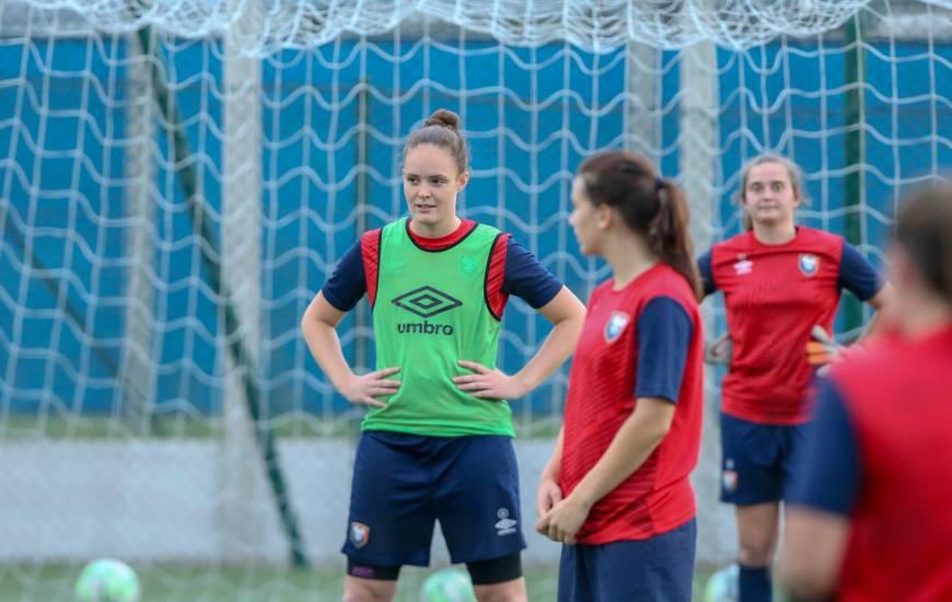 Chloé Charlot et les féminines devront terminer à une des quatre premières places pour espérer participer aux playoffs de montée en deuxième division