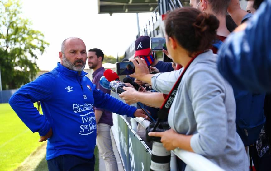 Pascal Dupraz a évoqué la longue période sans football et la reprise de l'entraînement avec la presse régionale