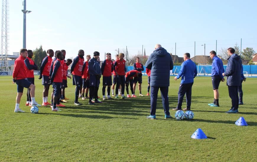 Les 18 joueurs convoqués par le staff de Fabrice Vandeputte s'entraînera à huis-clos ce vendredi après-midi