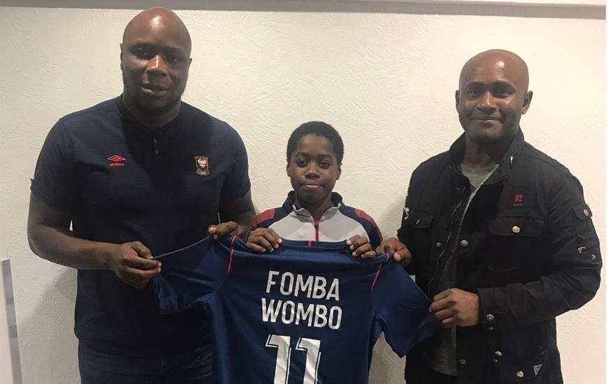 Le jeune Nicolas Fomba Wambo aux côtés de son papa et de Djibi Diao