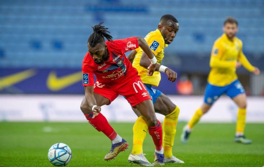 Steeve Yago et les défenseur Caennais ont longtemps résisté face aux Sochaliens avant de céder sur un penalty en seconde période