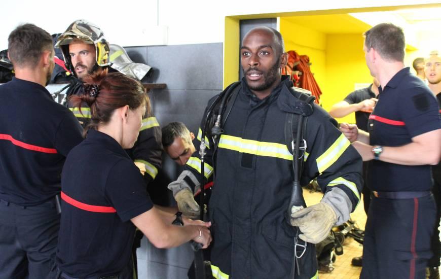 Jonathan Rivierez et les Caennais ont pu vivre l'expérience des pompiers de Caen pendant quelques instants lors de la journée de cohésion
