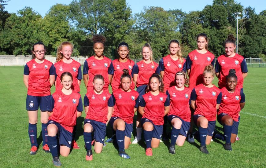 Quinze des seize nouvelles joueuses du Stade Malherbe Caen lors d'une séance d'entraînement sur les terrains de La Fossette