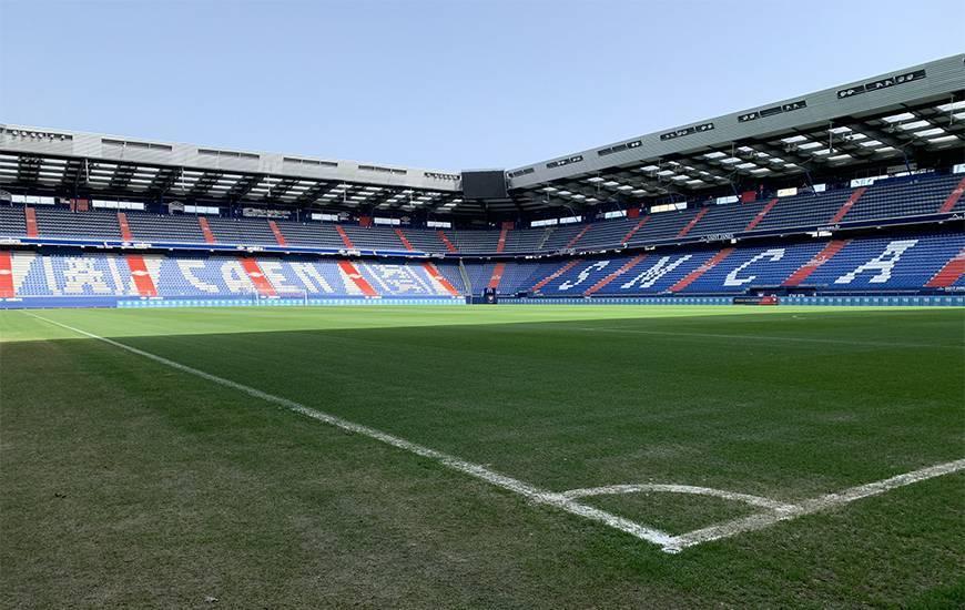 L'entraînement du 16 avril se déroulera à huis-clos sur la pelouse du stade Michel d'Ornano