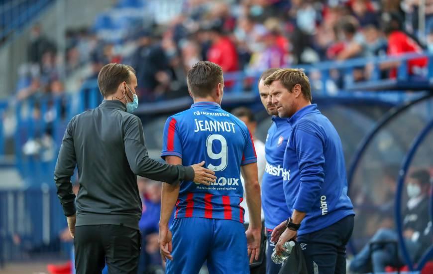 Benjamin Jeannot est sorti sur blessure en début de rencontre face au Pau Football Club samedi soir