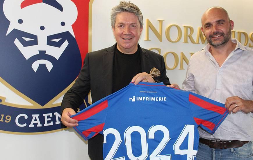 Guillaume Valognes, responsable exploitation de Nii Imprimerie aux côtés du Président Olivier Pickeu