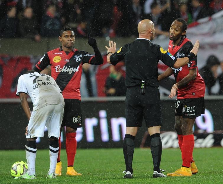 [34e journée de L1] SM Caen 0-2 EA Guingamp Sorbon_arbitre